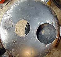 Aberturas superiores. A la izquierda se ve la chapa que cubre la boca del depósito